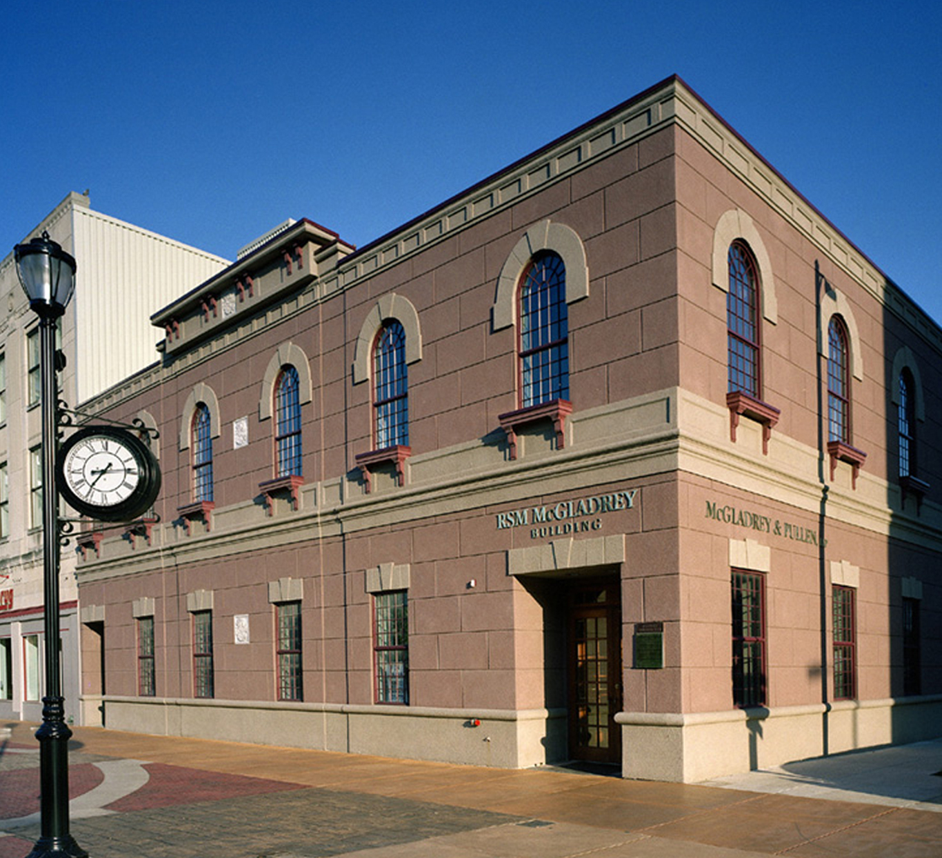 Evan Lloyd Architects provided office architectural services for the McGladdrey Building in Springfield, Illinois. Evan Lloyd Architect's renovation designed the adaptive re-use of an abandoned wood, steel and masonry building in historic downtown Springfield for professional offices.